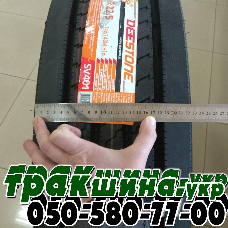 На фото шина tread-width-deestone-sv401